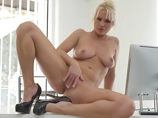 gorgeous milf fucks her starving mature pussy