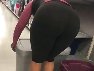 ebony milf spandex bend over